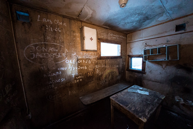 Abandoned room in Mine 2B--perhaps a medical centre.